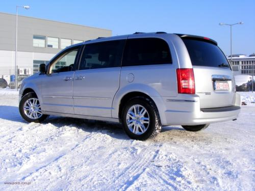 chrysler-town-country-2010-limited[16]